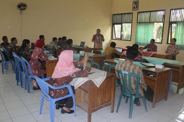 Kadinas Kominfo Berikan Pembekalan Kepada Peserta Pelatihan Kebumen On News di Kec. Gombong