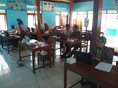 Tingkatkan SDM Desa, Diskominfo Adakan Pelatihan Komputer Dasar di Desa Pejengkolan