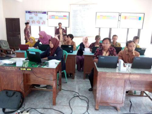 Kominfo Kebumen : Pelatihan Komputer Dasar Desa Gondanglegi Kec. Ambal.